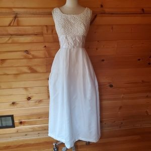 1950s/60s Unlabeled White Floral Embroidered Weddi
